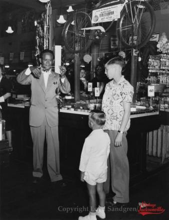 Filipino YoYo Man - Jacksonville Vintage